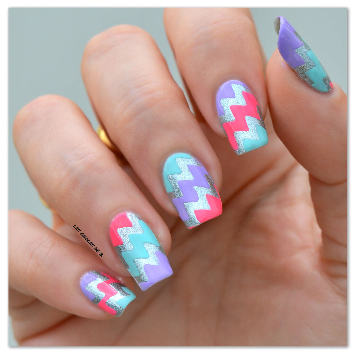 nail art chevrons coloré