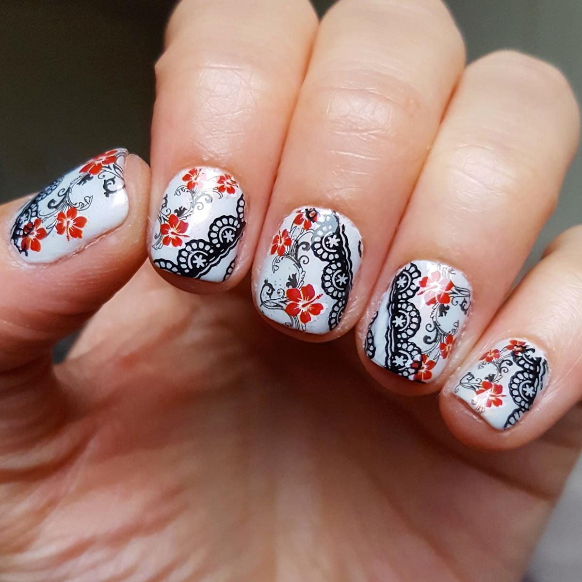 nail art fleurs d'hibiscus