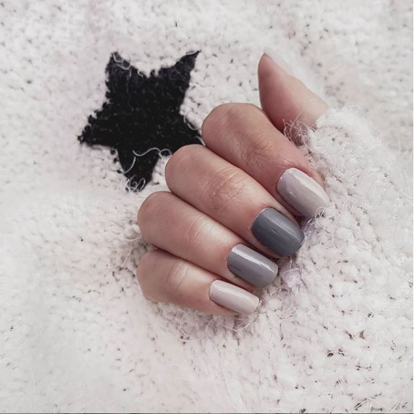 mismatched nails gris