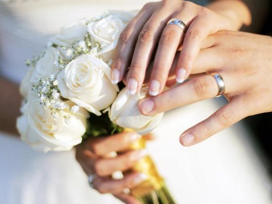 Une french manucure en gel uv pour mariage